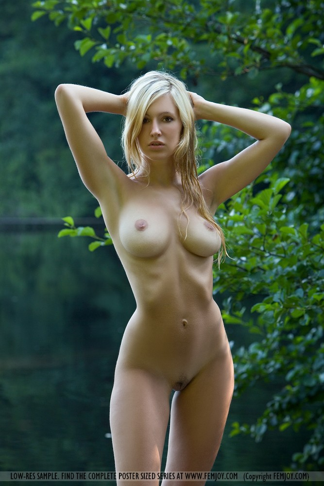 Res hi corinna nude femjoy