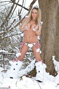 Nikki Sims Frosty Nips 7